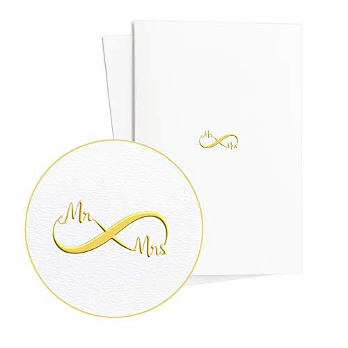 Dos tarjetas de boda extratravagant, Mr and Mrs en relieve dorado sobre papel elegante,...